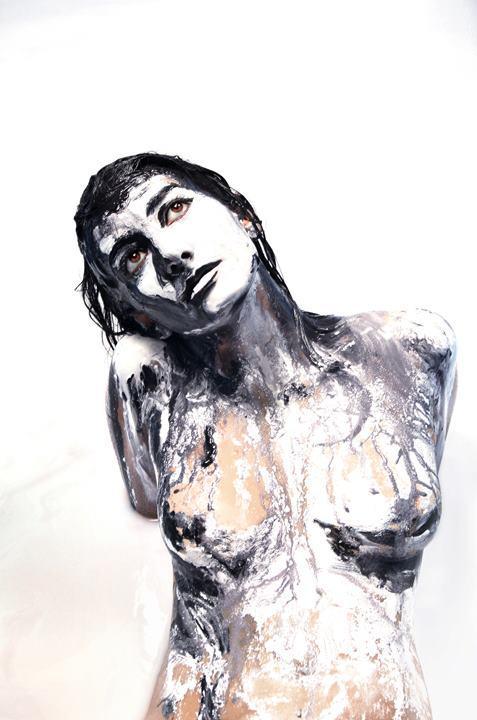 Alexa Meade in Milk (4)